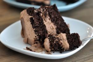 Шоколадный торт с финиками