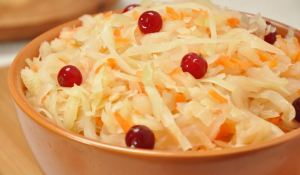 sauerkraut-with-cranberries