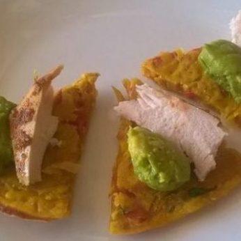 Лепешка печеная (вариант 2) с курицей и авокадо