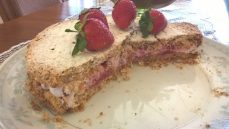 Raspberry Meringue cake4_o