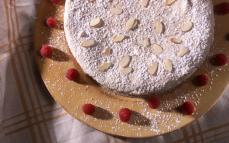 raspberrymeringuecake